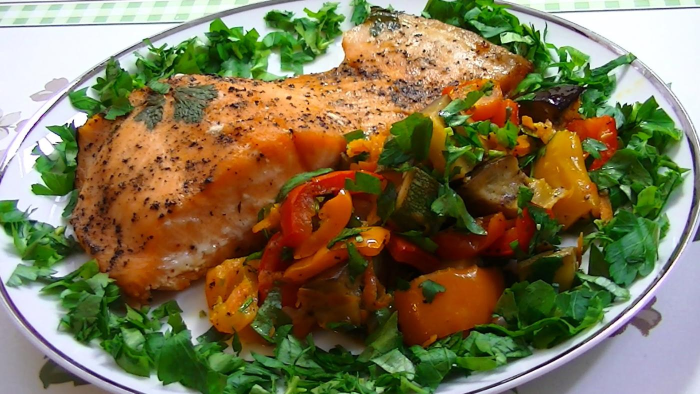 Рецепт красной рыбы с овощами в духовке в фольге