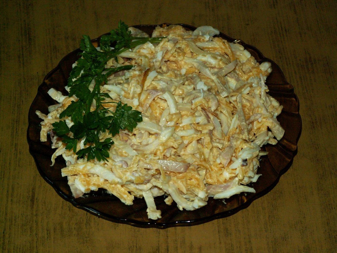 Салат с грибами кальмарами и сыром рецепт пошагово